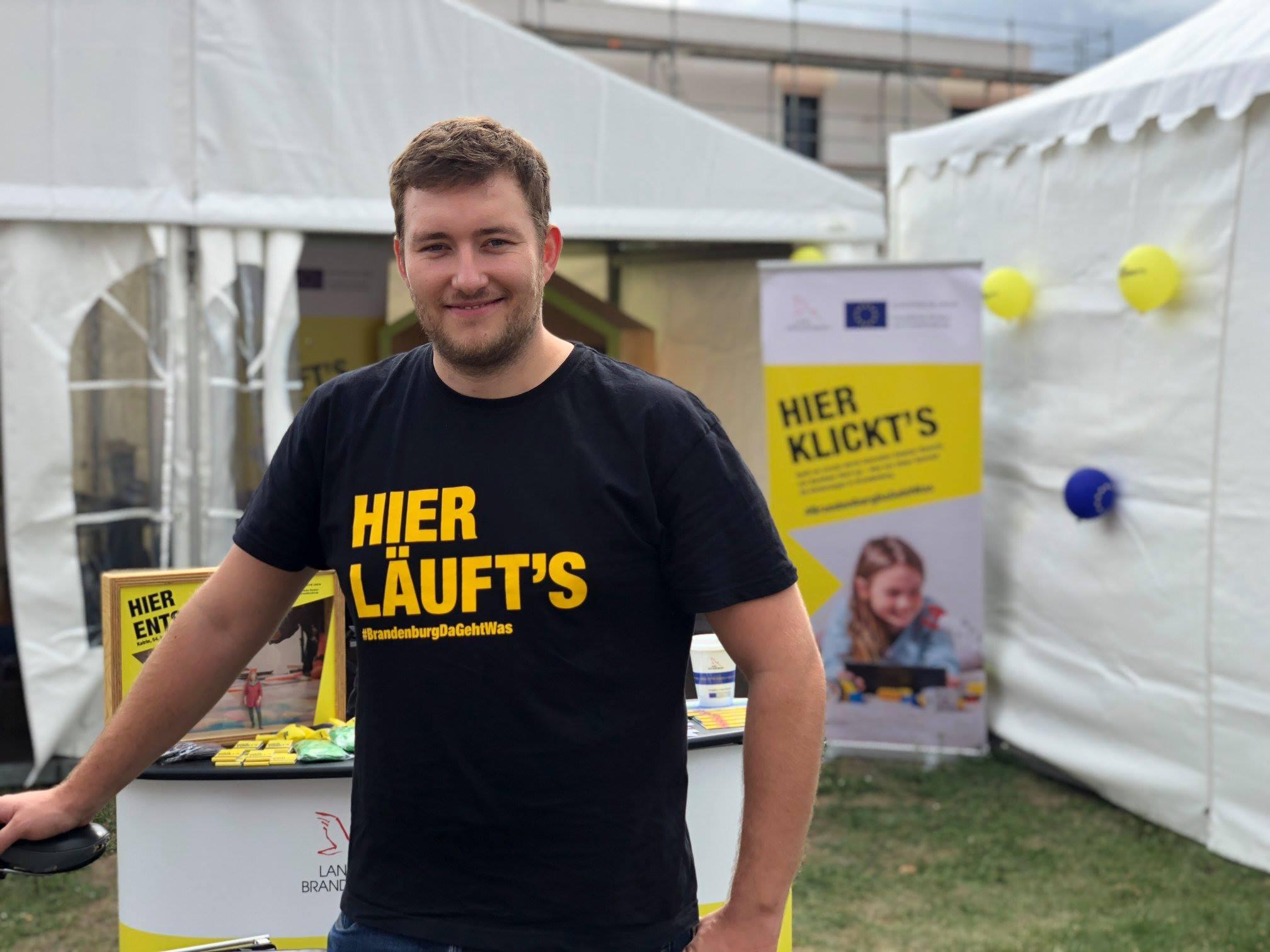 Steven Hille studierte Publizistik an der Freien Universität Berlin und schreibt als Reisejournalist u.a. für die dpa, die WELT und andere Zeitungen, Magazine oder Corporate Blogs.